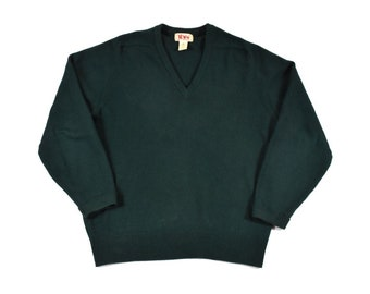 622edb472 LL Bean Medium Scottish Lambswool V-Neck Sweater Fine Knit Green Men s  Vintage Made In Scotland