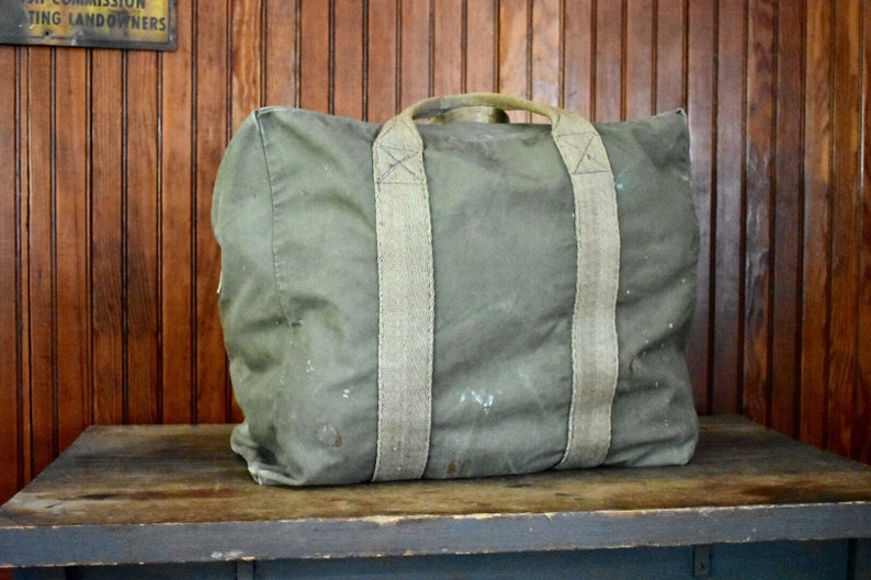 eb9204f1b982 WWII Aviator Bag Canvas Olive Green 1940s Irving Air Chute