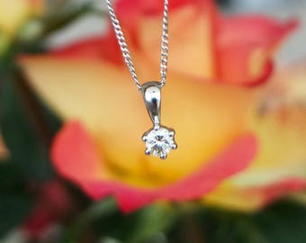 Platinum diamond single stone pendant