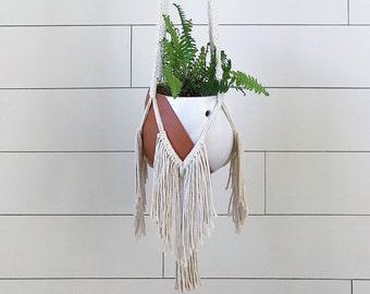 Macramé plant hanger, macramé pot holder, plant hanger, wall décor, modern macramé, boho home décor, housewarming gift, hygge home décor