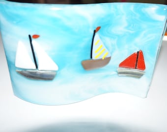 Sail boat curved stand