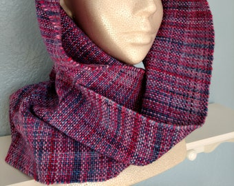 Woven pink and purple cowl