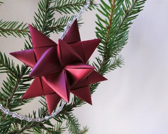 Christmas garland, 10 red origami stars and beads
