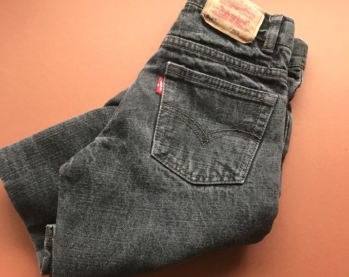 Vintage Children's Levi's 549 Relaxed Straight Fit Unisex Fade Retro Grunge Black Wash 90s Jeans 5-7 Y