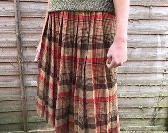 80s Vintage Women's Red Beige Tartan Plaid Checked / Traditional Kitsch Grunge Midi Skirt / Kilt 8-10 S