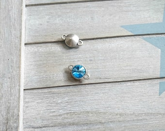 1 round blue Swarovski connector. Zamak. 23x15mm.