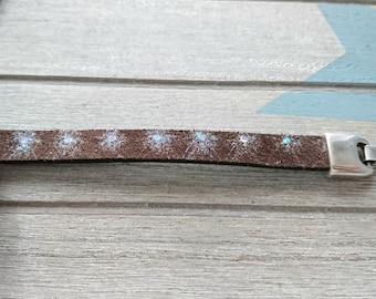 50cms. Brown suede leather strip with reflections. width 10mm.