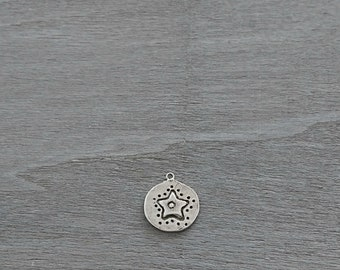 Round pendant with embossed star. 23mm. Zamak. Diy.
