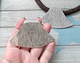 1 Tribal Pendant XL 75x48mm. Pass 15x6mm. High quality metal