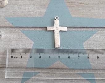 1 irregular cross pendant in white for engraving. Metal Stamp. 36x22mm Antique silver pewter