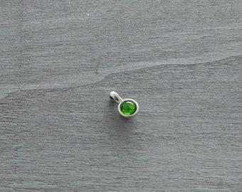 1 Round green resin pendant. 16x10mm pendant for jewelry and necklaces. metal zamak silver