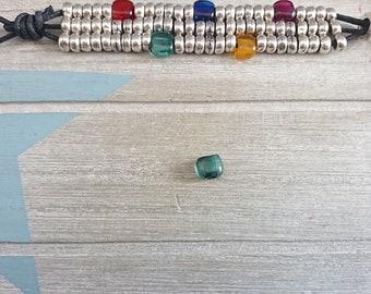 Green resin flat square trinket. 3 pcs 7x8mm