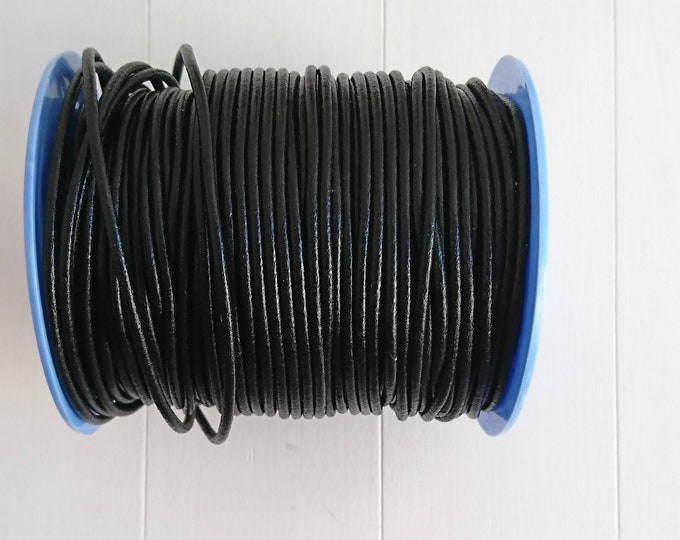 Black round leather. of 2mm.