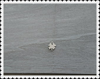 Clover pendant. 18x14mm DIY silver zamak