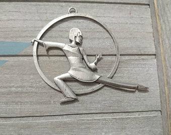 1 XL Tai Chi pendant. Measure 70x90mm. high quality metal zamak in silver color
