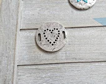 1 Irregular round connector interlock. Drawing heart. 38mm metal zamak silver
