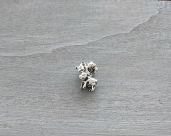 Cow pendant. 18x14mm 1 unit. silver zamak