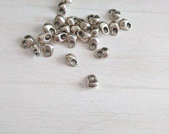 Irregular drop pendant. 2 units. 10x7mm zamak silver.