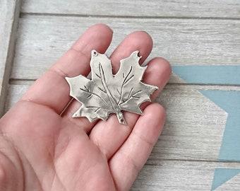 Leaf hanging. irregular. 50x45mm 1 unit. Zamak silver