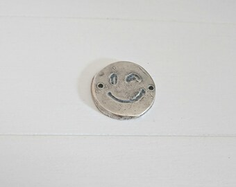 Winking eye emoticon connector. 25mm 1 unit. silver  zamak
