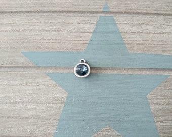 1 Round pendant with swarovski blue jeans. 14x11mm High quality silver zamak metal.