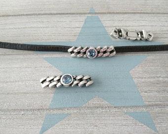 Silver plated Zamak pin and dark blue Swarovski. 9x38mm. 5mm flat interior pass. Approx.