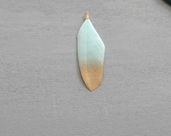 2 mint feathers with golden glitters. 5.5 cms.