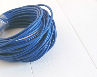 Electric blue round leather. of 2mm. leather for jewelry. leather European.