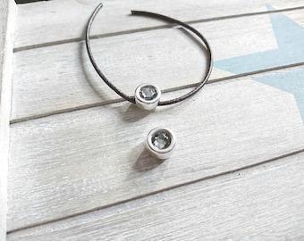Round pin with grey Swarovski. Zamak Silver Bath. 13mm.