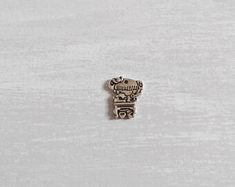 Seamstress pendant. 23x18mm silver zamak