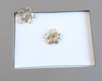 Small flower trim 20mm. With central Hole. Zamak