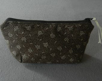 Cosmetic case with zipper