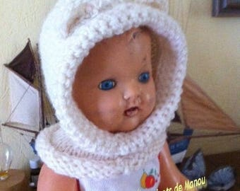 A little bonnet with ears in chunky warm wool for a six month to one year old child