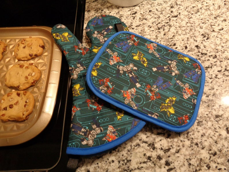 Transformers Circuit Board Oven Mitt and Pot Holder Set
