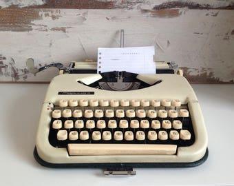 Typewriter retro Maritsa 11 - Bulgarian typewriter - Writing machine in Cyrillic alphabet - Portable typewriter