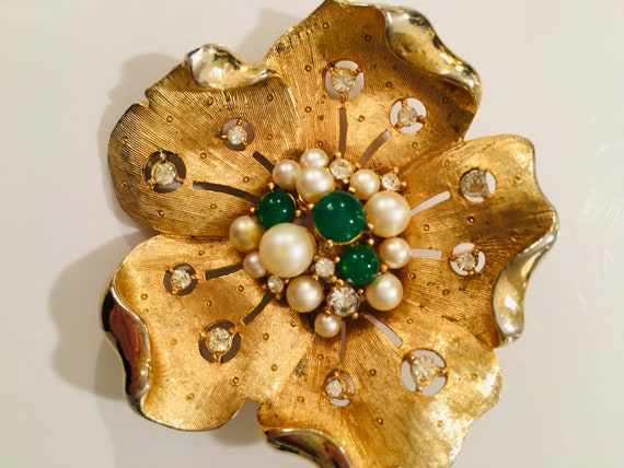2fc1defd152 Vintage 1960's stung flower brooch with pearl and emerald | Etsy