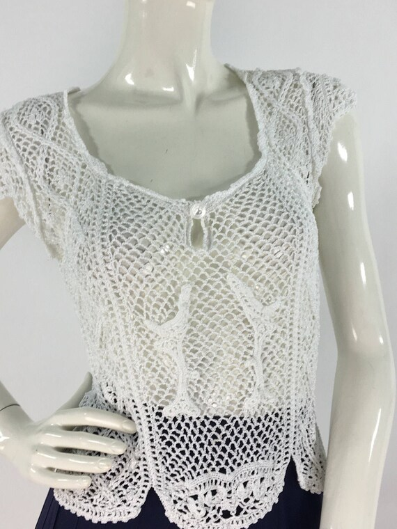 70s white crochet top/1970s crochet scalloped deta