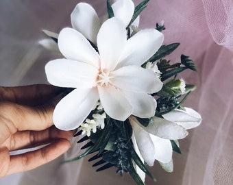Floral Hair Comb, Bridal Hair Comb, Wedding Hair Comb, Bridal Flower headpiece, Bridesmaid headpiece, Wedding headpiece White flower