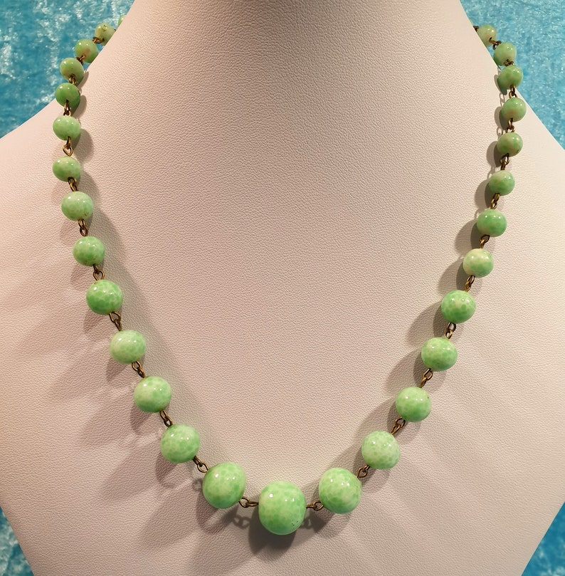 Vintage Original Art Deco Czech Green Peking Glass Beaded Chunky Necklace