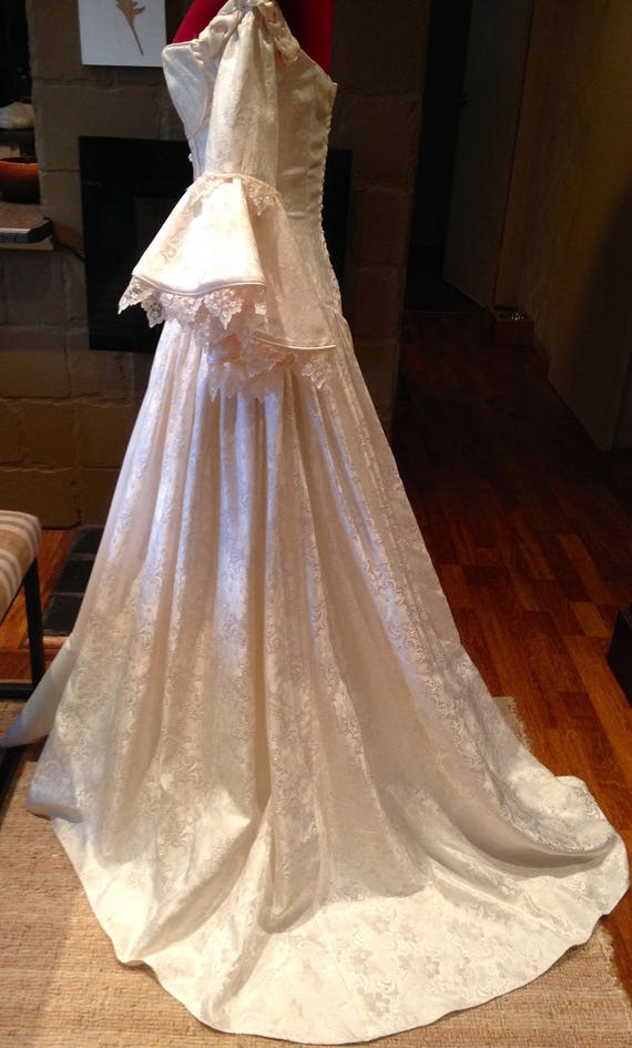 Wedding dresses in Tulelake