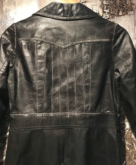 Beautiful distressed leather 70's trench coat/jac… - image 5