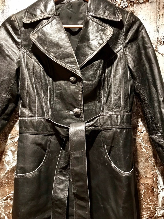 Beautiful distressed leather 70's trench coat/jac… - image 3