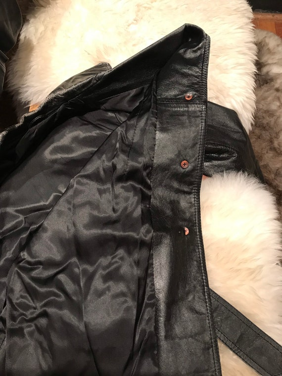 Beautiful distressed leather 70's trench coat/jac… - image 8
