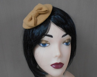 fascinator mustard with a bow