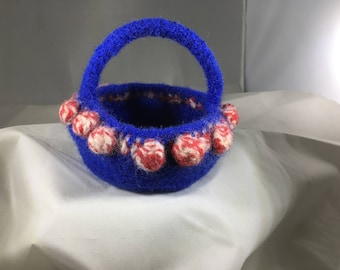 Small Bobble Basket with Handle