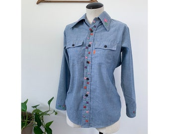 1970's Embroidered Levi's Chambray Button Down Shirt