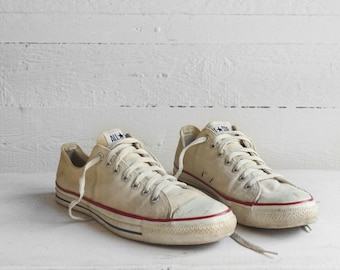 11 1/2 | Vintage Converse Low Tops in White Canvas Lace Up Chuck Taylors