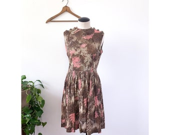1950's Brown & Pink Sleeveles Dress