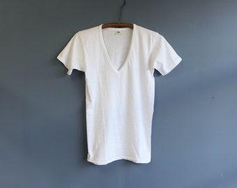 Fruit of the Loom White V-Neck Basic T Shirt