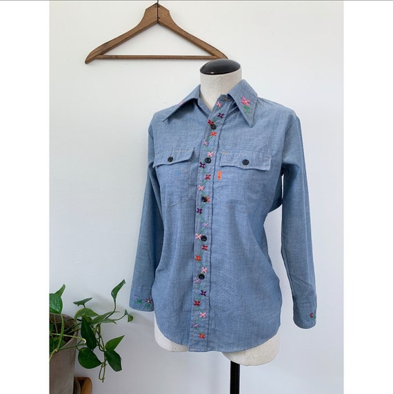 1970's Embroidered Levi's Chambray Button Down Shi